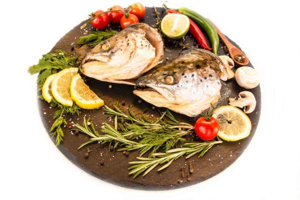 Головы лосося горячего копчения